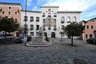 File:Hallein Rathaus 7670.jpg (Quelle: Wikimedia)
