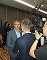 Han Busker in gesprek met de pers (3).jpg