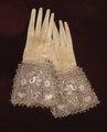 Handske som möjligen kan ha tillhört drottning Maria Eleonora, 1620-1632.+19686 - Livrustkammaren - 5099.tif
