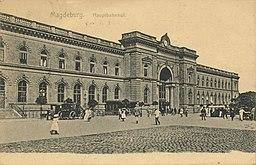 Hauptbahnhof Magdeburg Heinrich Freytag, Magdeburg [Public domain], via Wikimedia Commons