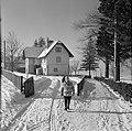 Hilde Eschen wandelt in de sneeuw door Sistrans, Bestanddeelnr 254-4271.jpg
