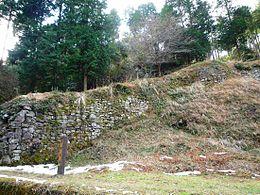 百間(ひゃっけん)石垣(城内最大規模の、全長150m超の石垣)