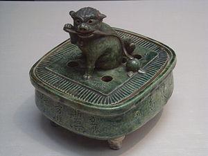 Oribe ware - Image: Incense burner with lion shape knob