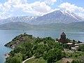 Insel Akdamar Աղթամար, armenische Kirche zum Heiligen Kreuz Սուրբ խաչ (um 920) (26550954498).jpg