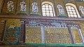 Italie, Ravenne, basilique Sant'Apollinare Nuovo, mosaïque de la ville de Classe (48087053613).jpg