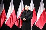Jarosław Kaczyński przemawia podczas odsłonięcia pomnika brata Lecha Kaczyńskiego.jpg
