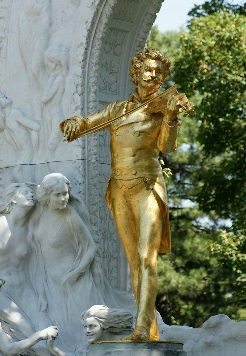 La statue centrale du Monument Johann-Strauss, réalisé par le sculpteur Edmund von Hellmer en 1921 (Stadtpark, Vienne).  (définition réelle 2729×3941)