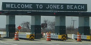 Loop Parkway - The tollbooths on the Wantagh State Parkway, where Sonny Corleone was supposedly murdered