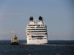 Jupiter & Seabourn Sojourn Tallinn 14 August 2012.JPG