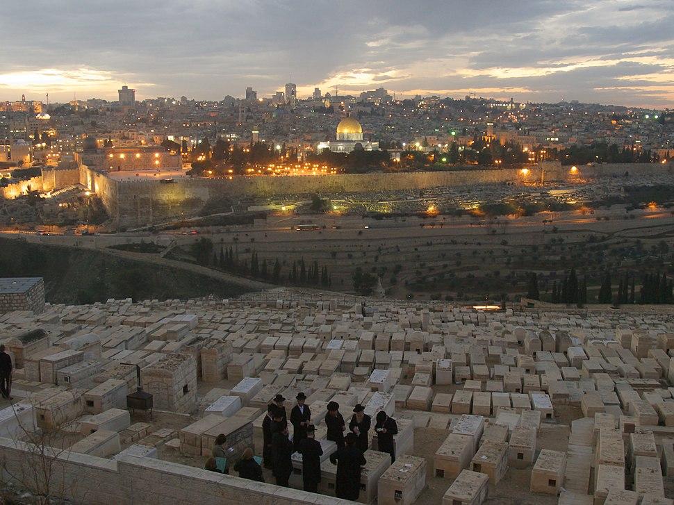 Kaddisch in Jerusalem zum Totengedenken am Grabe (jitkale harba)