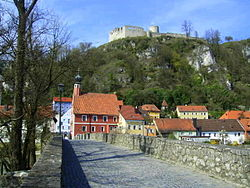 Kallmünz castle, old city hall and the old stone bridge.JPG