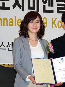 Kim Ji-soo (naskita Yang Sung-yoon la 24-an de oktobro 1972) de akrofan.jpg