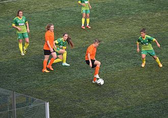 1207 Antalya Spor - 1207 Antalya Muratpaşa Belediye Spor (orange/black) in the away match of the 2015–16 season's against Kireçburnu Spor.