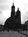 Kościół Mariacki w Krakowie czarno-biały.jpg