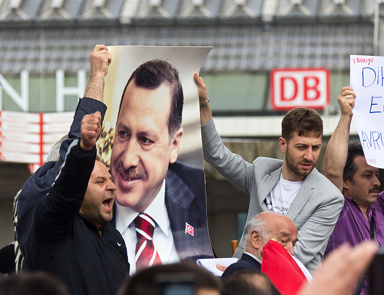 """File:Kundgebung der UETD in Köln - """"Aktuelle Ereignisse in der Türkei""""-0443.jpg"""