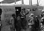 Le Bourget - Mlle Cécile Sorel arrivant de Londres descend d'un Goliath - (photographie de presse) - Agence Meurisse.jpg