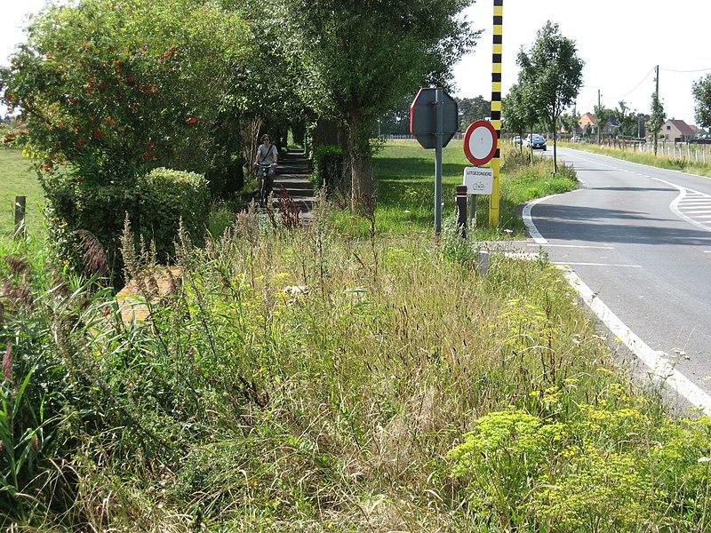 L351 Leffinge 800px-Leffinge_oude_tramweg_4