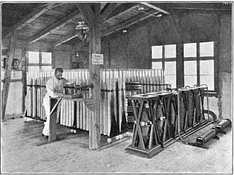Nauen Transmitter Station - 25 kW quenched spark transmitter built 1906 at Nauen, showing large 400 μF Leyden jar capacitor bank (rear) and vertical quenched spark gaps (right)