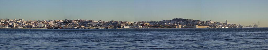 Vista panorámica de Lisboa desde el río Tajo.