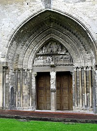 Longpré-les-Corps-Saints église (portail).jpg