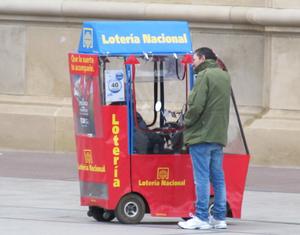 Loterías y Apuestas del Estado - Lotería Nacional: ticket selling in Zaragoza.