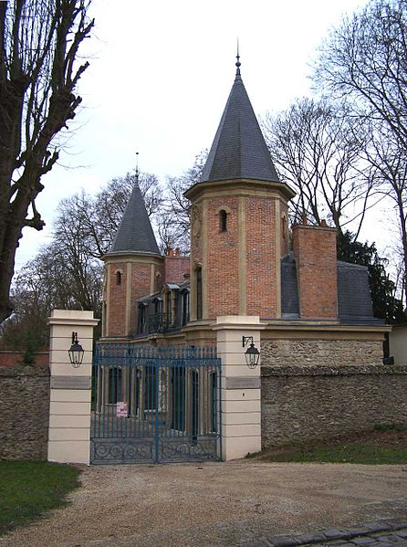 Ficheiro:Louveciennes Pavillon entrée Barry.jpg