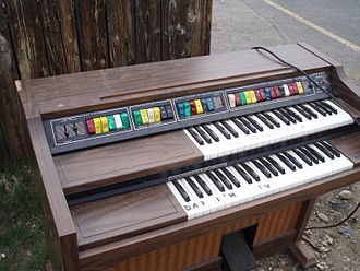 Lowrey organ - Lowrey Genie 44 electronic organ (1970s)