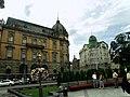 Lwów , Polish , Lviv , Львов - Budynek z lewej (dawna Galicyjska Kasa Oszczednosci), zbudowany w 1891 r. Posiada wspaniały wystrój wnętrz z witrażami, reliefami, boazeriami i rzeźbą Fortuna dłuta Juliana M - panoramio.jpg