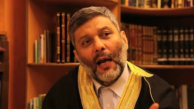File:Mahmoud Abul-Huda Alhussainy media serves political-economic interestd.webm