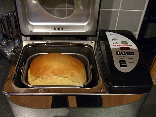 Making bread in bread machine