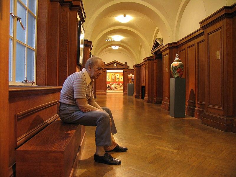 Datei:Man on bench - duane hanson.jpg