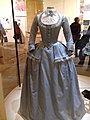 Marie-Antoinette 2006, Costume de voyage, exposition Marie-Antoinette Conciergerie 2019-2020.jpg