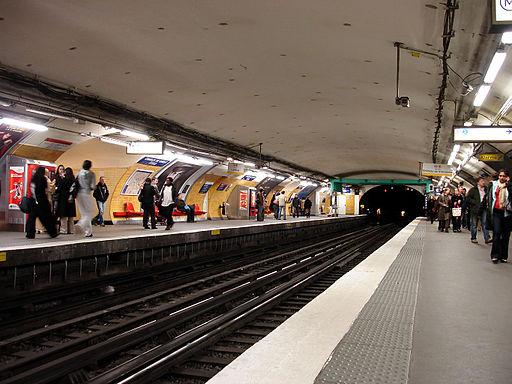Metro Paris - Ligne 1 - station Etoile 01