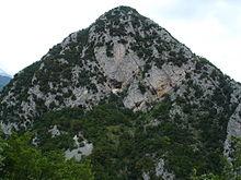 Il monte San Michele e l'eremo di San Michele a Foce nelle Mainarde molisane