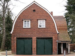Bruno Ahrends - Chauffeur home with double garage of 1921/22, as extension of his first self-contained project for its subsequent owner