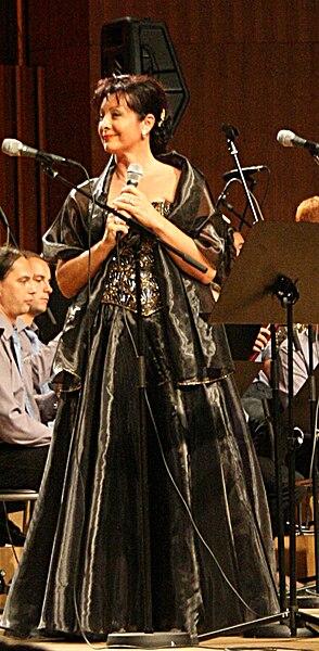 File:Mira Vlahović koncert Križ nek ti sačuva ime Vatroslav Lisinski 7 rujna 2008.jpg