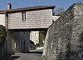 Montmoreau 16 Passerelle 2012.jpg