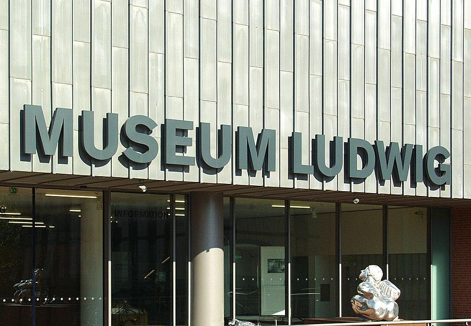 Museum Ludwig K%C3%B6ln - S%C3%BCdeingang - Schriftzug