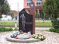 Naser Sekiraqa monument Fushe Kosove.JPG
