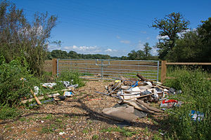 Waste in the United Kingdom - Rubish in a farm near Totteridge