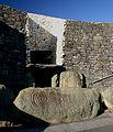 Newgrange, a tumulus bejárata.jpg
