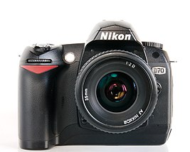 Цифровая зеркальная фотокамера Nikon D70