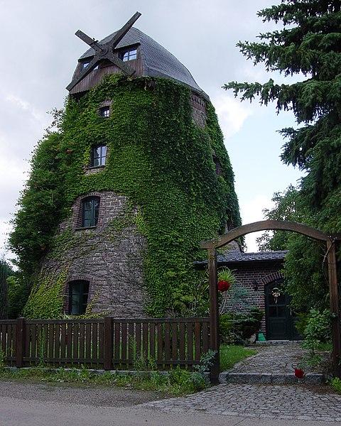 File:Nordgermersleben Windmühle Bornstedter Weg.jpg