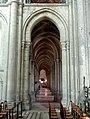 Noyon (60), cathédrale Notre-Dame, croisillon sud, vue vers l'ouest dans le bas-côté sud.jpg