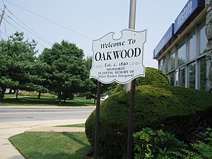 Oakwood, Staten Island - Oakwood Welcome Sign with Amundsen Circle in the background