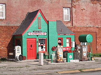 Commerce, Oklahoma - Image: Old Conoco Station Commerce