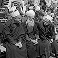 Onafhankelijkheidsdag (15 mei) Druzische geestelijken als toeschouwers bij een , Bestanddeelnr 255-4656.jpg