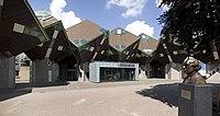 Overzicht ingangspartij van het theater, ontworpen door Piet Blom - Helmond - 20536874 - RCE.jpg