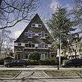 Overzicht van de voorgevel van het dubbel woonhuis, in de wijk Kralingen - Rotterdam - 20387761 - RCE.jpg