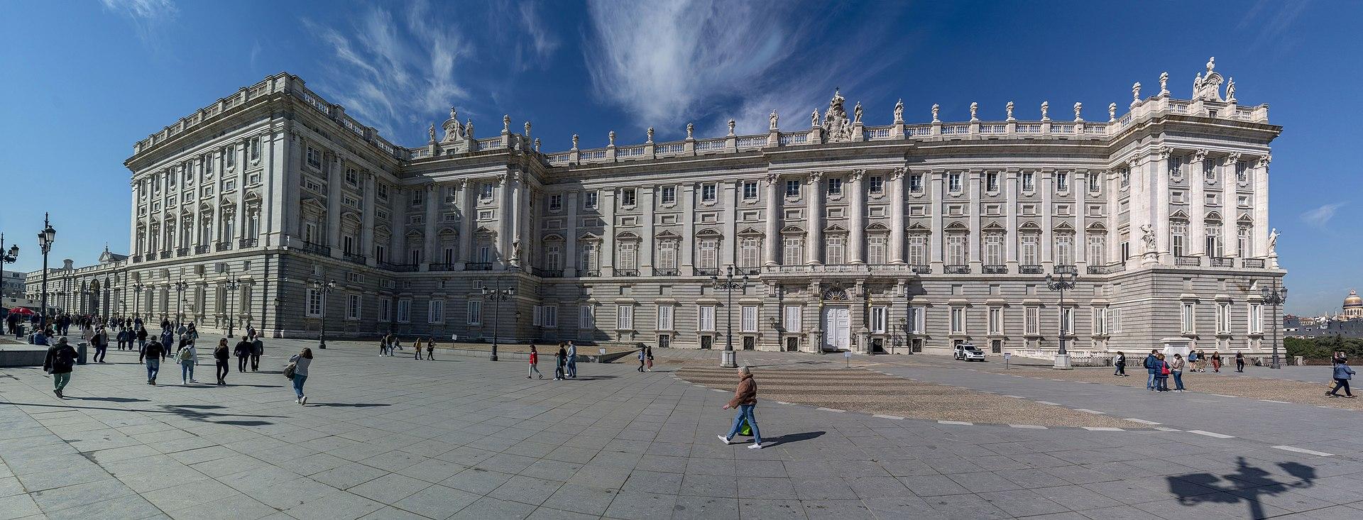 Palacio Real-Plaza de Oriente.jpg